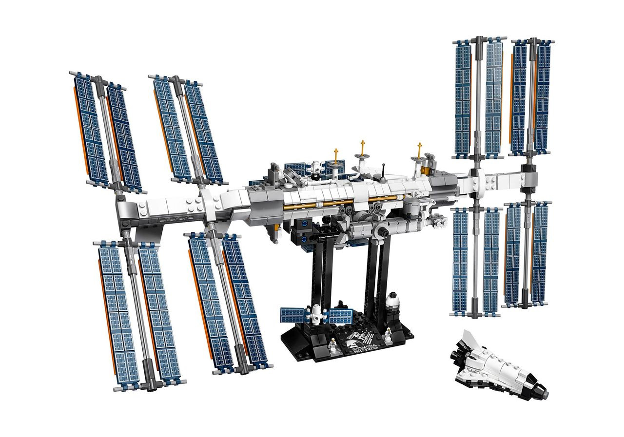 LEGO Releases 864-Piece International Space Station Set That's Out of This World